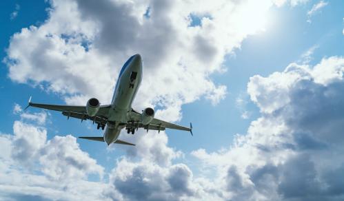 巴菲特:航空业充满挑战 未来将出售至少70亿美元航空公司股票