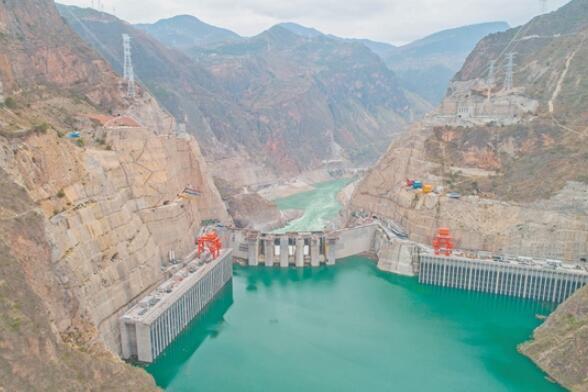 世界最薄双曲拱坝今天正式投产发电